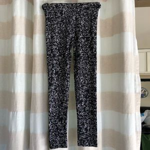 LuLaRoe Bottoms - Lularoe Black White Scrolls L/XL Kids Leggings